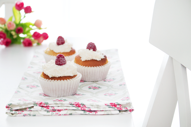 La Dolce Gula - Raspberry and Coconut Cupcakes 5