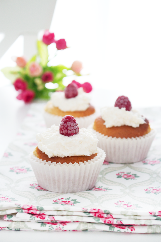 La Dolce Gula - Raspberry and Coconut Cupcakes2