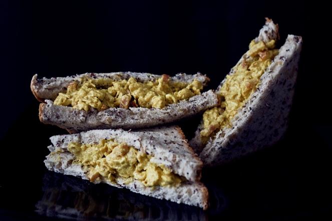 sandwich-pollo-curry-rodilla